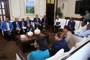 Presidente Medina se reúne con funcionarios de Barahona